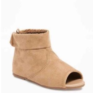 DISO these Old Navy Peep Toe Booties Size 8,9,10